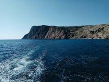 Oceaan Blauw Hemel golf Berg royalty-vrije stock afbeeldingen