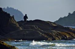Oceaan die van Rots vissen Royalty-vrije Stock Foto's