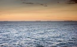 Oceaan golven bij zonsondergang Royalty-vrije Stock Fotografie