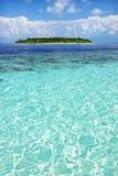 Oceaan mening met eiland Royalty-vrije Stock Afbeeldingen
