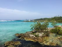 Oceaan met rotsen in Cuba Royalty-vrije Stock Afbeelding