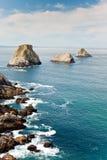 Oceaan rotsachtige kustlijn royalty-vrije stock afbeeldingen