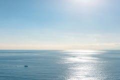 Oceaan van Tokyo Japan, met duidelijke blauwe hemel Stock Foto