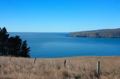 Oceaan vooruitzichten over Landbouwgrond. Stock Fotografie