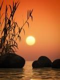 Oceaan zonsondergangbamboe en stenen Stock Fotografie