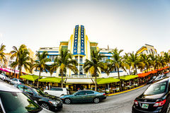Oceaanaandrijving in Miami met beroemd Art Deco Style Breakwater Hotel Royalty-vrije Stock Foto's