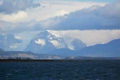 Oceaanbaai dichtbij Puerto Natales royalty-vrije stock foto's