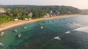Oceaanbaai in Sri Lanka van hommel stock videobeelden