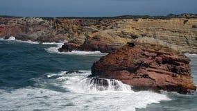 Oceaangolven dichtbij de westkust van Portugal stock videobeelden