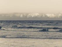 Oceaangolven en wolken bij zonsondergang in Palm Beach Florida royalty-vrije stock foto