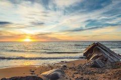Oceaankust bij zonsopgang royalty-vrije stock foto