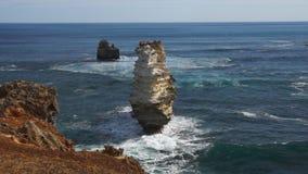 Oceaankust en rotsen stock videobeelden