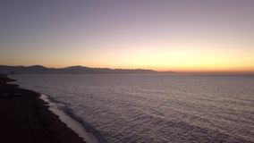 Oceaanoppervlakte in zonsondergang stock video
