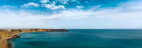 Oceaanpanorama Portugese kust - Klippenrecht voor de Atlantische Oceaan Stock Afbeelding