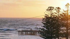 Oceaanpijler bij zonsopgang royalty-vrije stock afbeeldingen