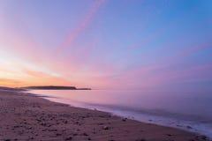 Oceaanstrand bij de barst van dageraad Royalty-vrije Stock Afbeelding