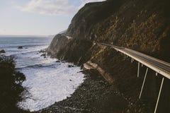 Oceaanweg langs de kustlijn van Californië royalty-vrije stock foto's