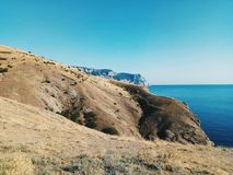 ocean błękitny niebo fala góra przejażdżka żywy obraz royalty free