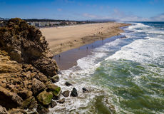 Ocean beach with rock cliff Royalty Free Stock Images