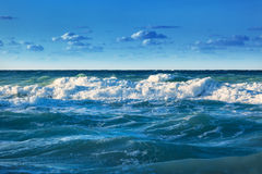 Ocean coast with waves Royalty Free Stock Photography