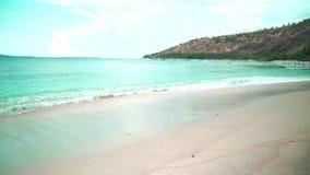 Ocean fala na piaskowatej plaży zdjęcie wideo