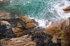 Ocean fala pluśnięcie na rafowym wideo Obraz Stock