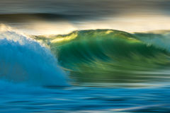 Ocean fala przy wschodem słońca zdjęcie stock