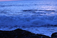 Ocean fala przy zmierzchem zdjęcie stock