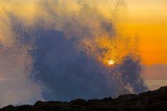 Ocean fala przy zmierzchu czasem obrazy stock