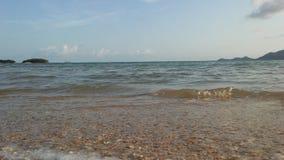 Ocean fala Stacza się na plaży na Koh Samui wyspie, Tajlandia Obrazy Stock