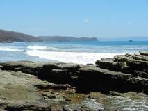 Ocean fala stacza się w wybrzeże Fotografia Royalty Free