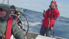 Ocean fala zalewa jachtu kokpit Zwolnione tempo widok zdjęcie wideo