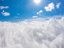 Ocean kipiel przy piaskowatą plażą obrazy stock