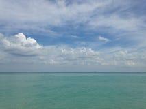 Ocean linia horyzontu przy południe plażą, Miami Obraz Royalty Free