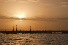 ocean nad molo wschód słońca Obrazy Royalty Free