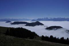 Ocean nad szwajcarskimi alps widzieć od Rigi-Kulm blisko Kaltb obrazy stock