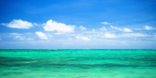 Ocean and perfect sky Royalty Free Stock Photos