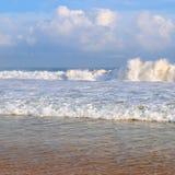 Ocean, piaskowata plaża i niebieskie niebo, Obraz Royalty Free