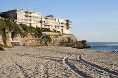 Ocean Rentals. Apartment building set atop the cliffs in Laguna Beach, California Royalty Free Stock Photos