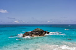 Ocean and Rock in Bermuda Royalty Free Stock Photos
