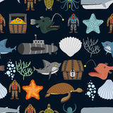 Ocean seamless pattern.  Ocean inhabitants. Starfish and shark o Royalty Free Stock Photos