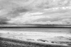 Ocean Shoreline in Black and White Royalty Free Stock Photos