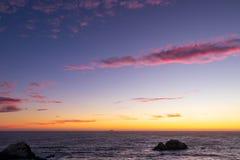 Ocean Spokojny przy zmierzchem na wietrznym, lato wieczór obrazy royalty free