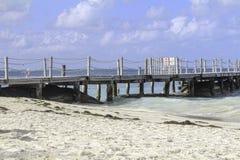 Ocean strony dok na spokojnym słonecznym dniu Obraz Stock