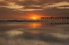 Ocean Sunrise. Sunrise over the ocean near sun-glo pier Daytona Beach Florida Royalty Free Stock Photos