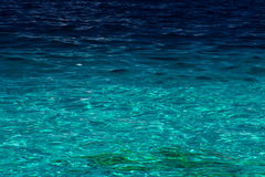 Ocean view of peaceful blue water beside a beach Royalty Free Stock Photos