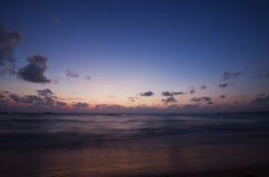 Ocean w wieczór po zmierzchu Obrazy Royalty Free