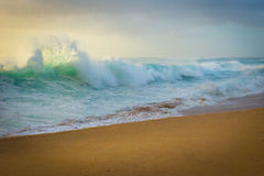 Ocean waves crashing on beach Royalty Free Stock Photography