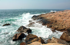 Ocean waves hit the shore Royalty Free Stock Photography