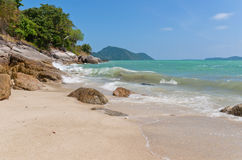 Oceanen rotsachtige kust Royalty-vrije Stock Foto's